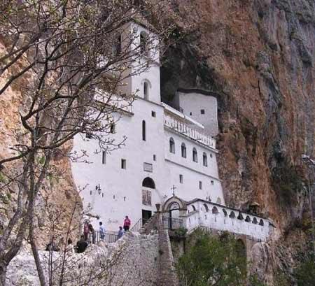 manastirea-ostrog-(3)