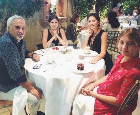Valery Meladze își petrece vacanța alături de fiicele din prima căsnicie! (Foto)