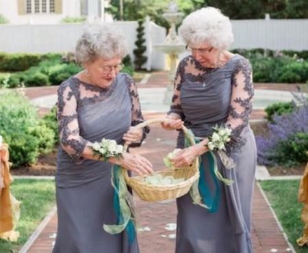 Două bunici din Pennsylvania au fost domnișoare de onoare la nunta nepoților lor