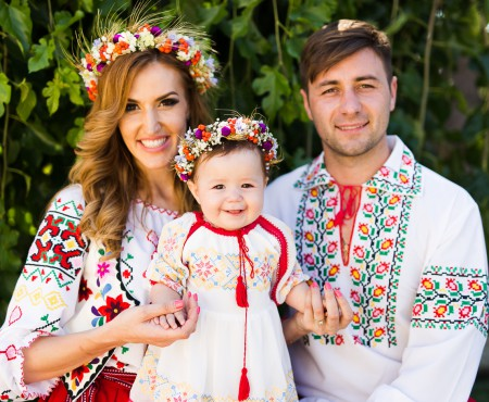 FOTO. Botezul fiicei Tatianei Heghea a fost o galerie de costume populare autentice. Iată detalii