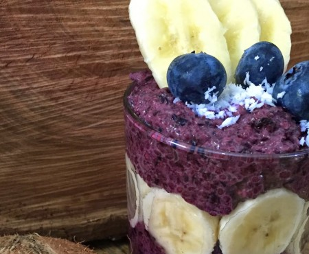 Provocarea verii în bucătărie: budincă de chia cu banane și afine