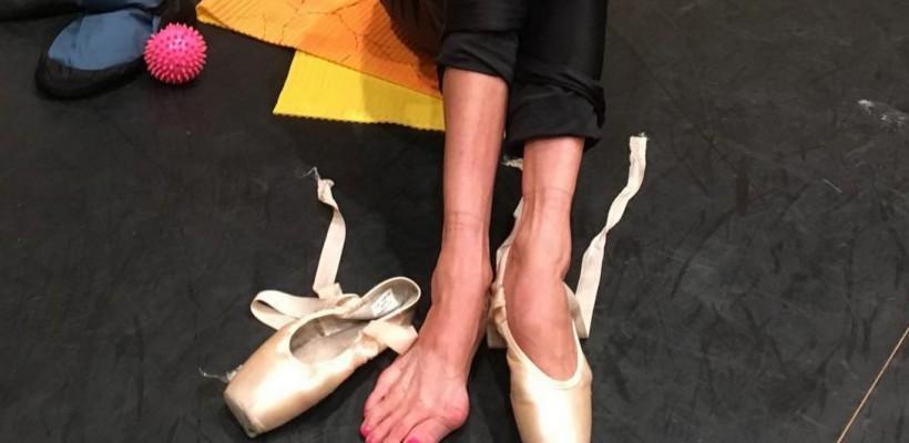 Așa arată picioarele unei balerine, după 3 ore de repetiții (Foto)