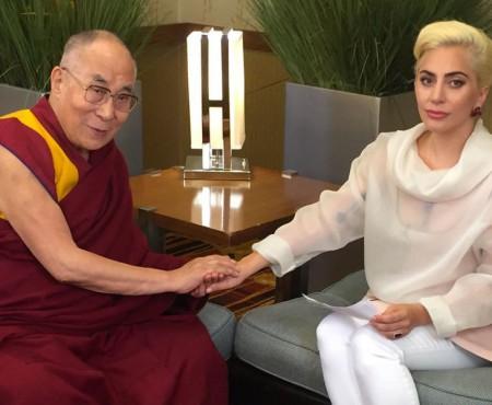 Lady Gaga, interzisă în China, după o întâlnire cu Dalai Lama. Ce sfaturi i-a oferit acesta cântăreței (Video)