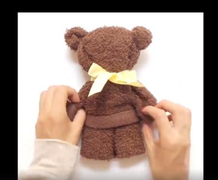 Cum faci din cel mai simplu prosop o jucărie pentru copil (Video)