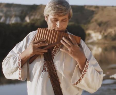 """Constantin Moscovici apare în primul videoclip pentru emblematica piesă """"Păstorul Singuratic"""""""