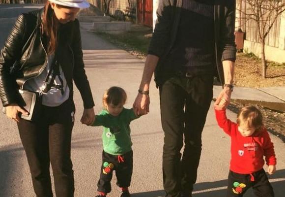 """Interpreta Cristina Bălan, către copilașii ei gemeni cu sindromul Down: """"Iubirile mele, să nu lăsați pe nimeni să vă spună cine sunteți"""""""