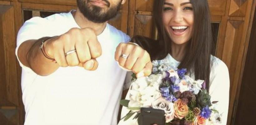 """Rapperul MOT s-a căsătorit cu o frumoasă brunetă! Au spus """"Da"""" în tricouri și blugi (Foto)"""