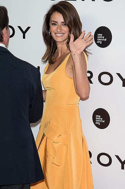 Penelope Cruz attends the 'Uno entre cien mil' documentary photocall at Callao Cinemas in Madrid on sept 19, 2016 (Photo by Gabriel Maseda/NurPhoto via Getty Images)