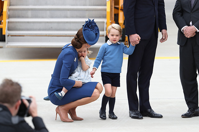 VICTORIA, BC - SEPTEMBER 24: Catherine, Duchess of Cambridge, Prince George of Cambridge and Princess Charlotte of Cambridge arrive at the Victoria Airport on September 24, 2016 in Victoria, Canada. Prince William, Duke of Cambridge, Catherine, Duchess of Cambridge, Prince George and Princess Charlotte are visiting Canada as part of an eight day visit to the country taking in areas such as Bella Bella, Whitehorse and Kelowna. (Photo by Chris Jackson/Getty Images)