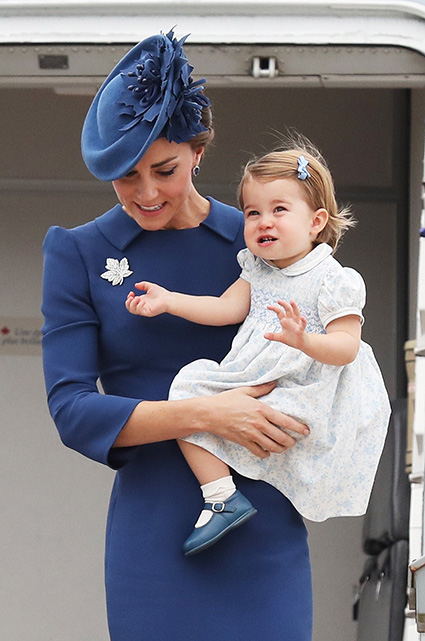 VICTORIA, BC - SEPTEMBER 24: Catherine, Duchess of Cambridge and Princess Charlotte of Cambridge arrive at the Victoria Airport on September 24, 2016 in Victoria, Canada. Prince William, Duke of Cambridge, Catherine, Duchess of Cambridge, Prince George and Princess Charlotte are visiting Canada as part of an eight day visit to the country taking in areas such as Bella Bella, Whitehorse and Kelowna. (Photo by Chris Jackson/Getty Images)