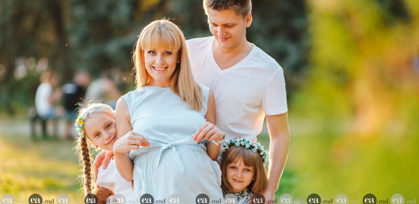 Diana Decuseară și Ian Onică – plimbare cu destăinuiri de familie. Fetițele sunt încântate de burtica mamei (Foto)