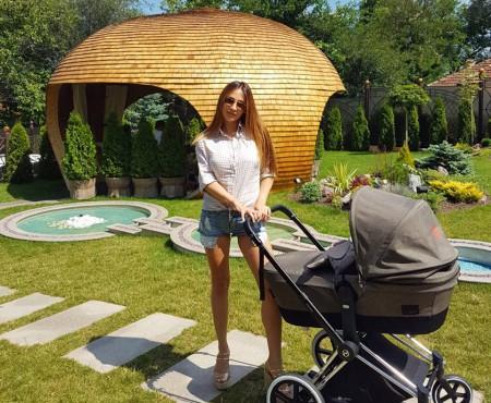 Cristina Moldovanu, în prima poză cu micuțul său. Sunt adorabili!