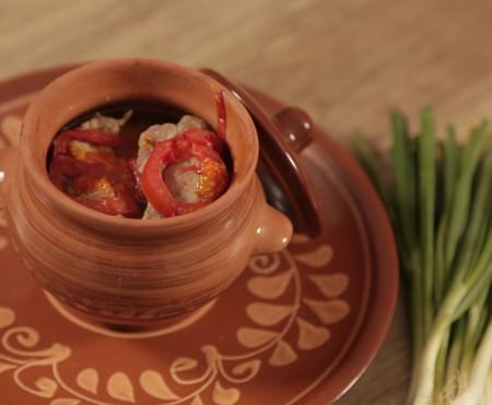 Carnea de porc preferă cuptorul. Cum preparăm friptura cu legume (Video)