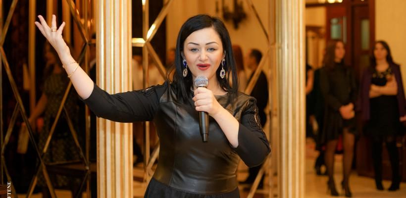 """Interpreta Lenuța Gheorghiță îi cere soțului imposibilul: """"Dăruiește-mi cerul"""" (Video)"""