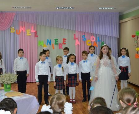 """""""Regina politeții"""" a ajuns președinte! Elevii unui liceu din capitală ne ușurează alegerea din 30 octombrie (Foto)"""