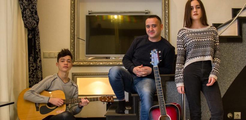 Trei tineri din Chișinău surprind cu 3 cover-uri inedite pentru trilogia Irinei Rimeș (Video)
