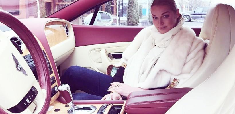 Anastasia Volochkova s-a pricopsit cu un Bentley! Bijuteria pe 4 roți a costat o avere