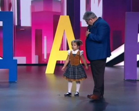 """""""Om incredibil"""" la doar 4 ani. Citește și înțelege perfect 7 limbi străine (Video)"""