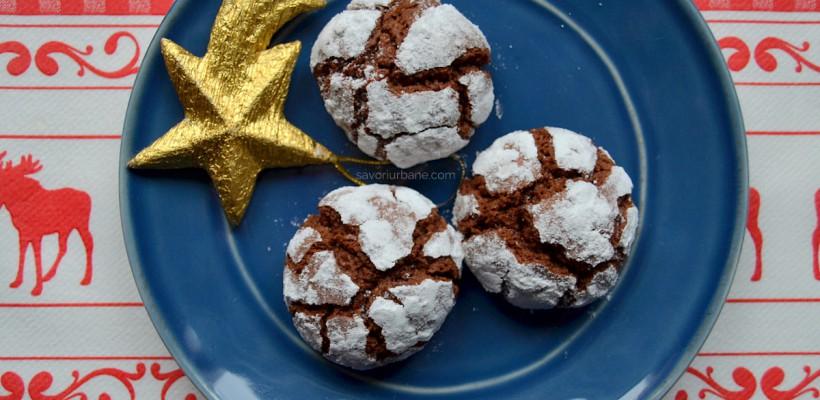 Biscuiți crăpăcioși de ciocolată pentru masa de Crăciun