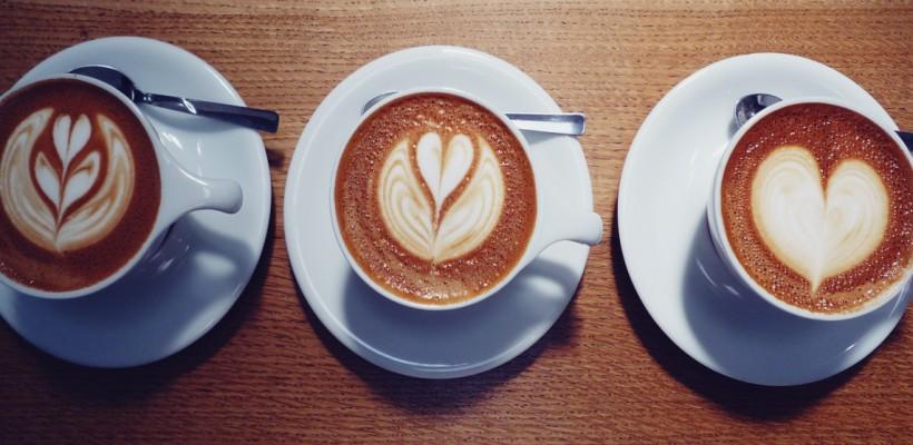 Ce le dăruim de sărbători iubitorilor de cafea