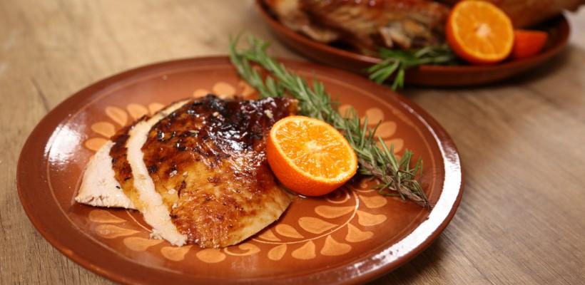 Recomandare apetisantă pentru masa de Crăciun: Curcan la cuptor (Video)