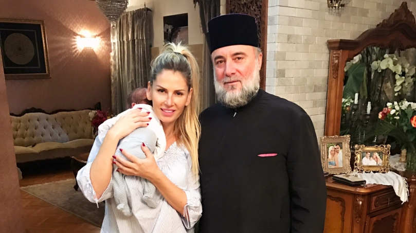 """Fiul nou-născut al Andreei Bănică și-a primit numele sfânt: """"E un lucru bun să vă viziteze preotul din când în când"""""""