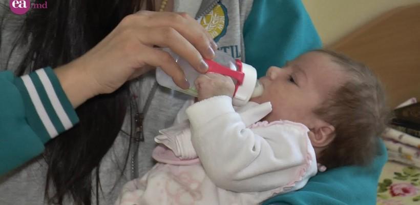 """Fiecare copil merită o familie! Programul """"În brațele mamei"""" continuă să îndrume mamele, aflate în dificultate (Video)"""