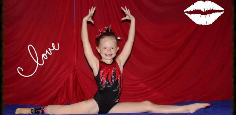 Cu proteză în loc de picior! O fetiță din Oklahoma face performanțe incredibile în gimnastică la doar 9 anișori
