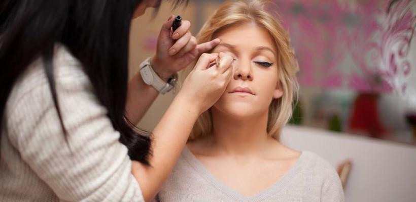 Stilista care a lucrat cu zeci de vedete: Igor Dodon nu suportă pudra, iar Natalia Gordienko a acceptat cu greu linii pe pleoape