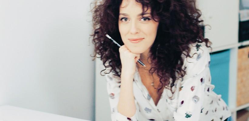 """Designerul Elena Zbârnea: """"Ascult atent istoria fiecărei femei care îmi trece pragul"""""""