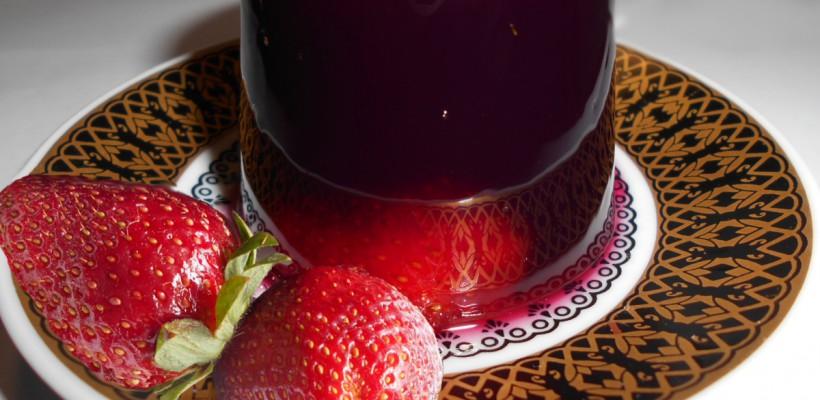 Jeleu de vin! Uimește oaspeții cu un desert ușor și deosebit