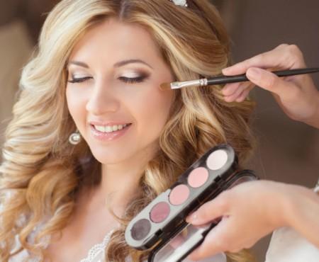Stilista Alina Timuș îți spune ce să nu faci, alegându-ți machiajul și coafura de mireasă
