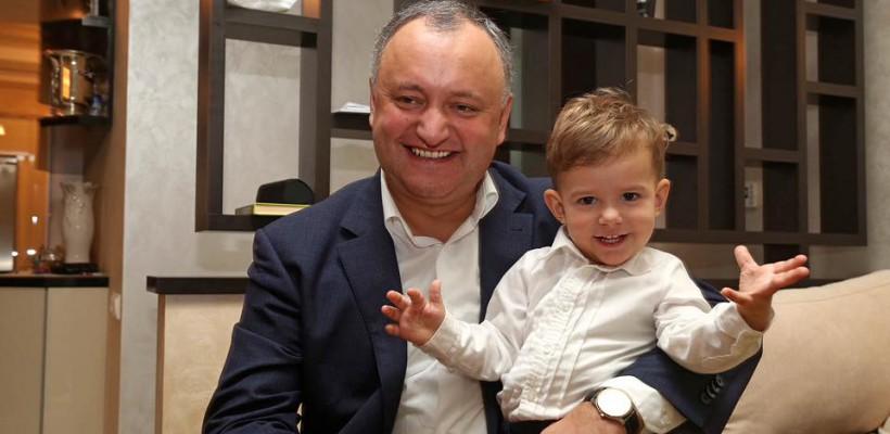 Sărbătoare în familia Președintelui Igor Dodon. Mezinul Nicolae împlinește astăzi 2 ani