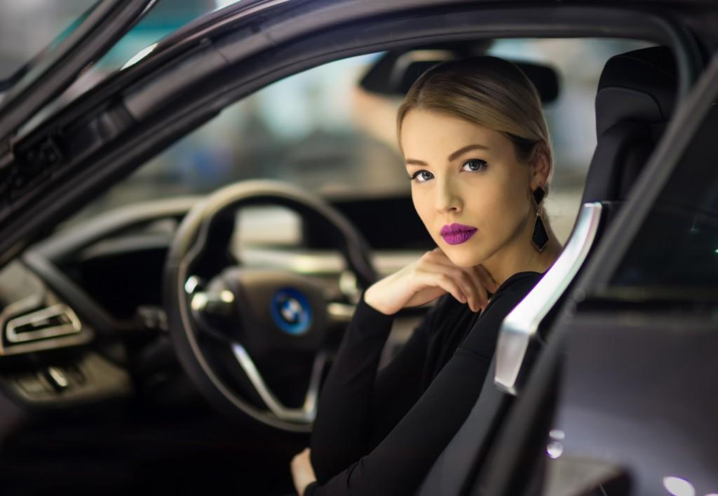 femei masina
