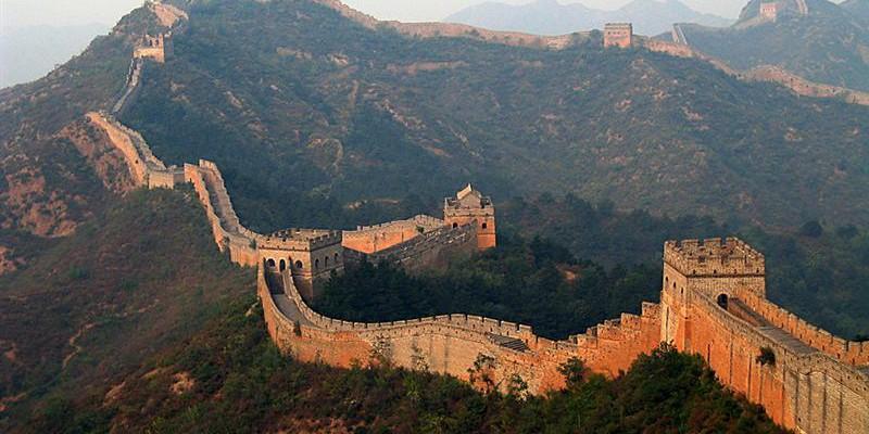 Cinci minute deasupra Marelui Zid Chinezesc cu drona. Imagini care îți taie respirația (Video)