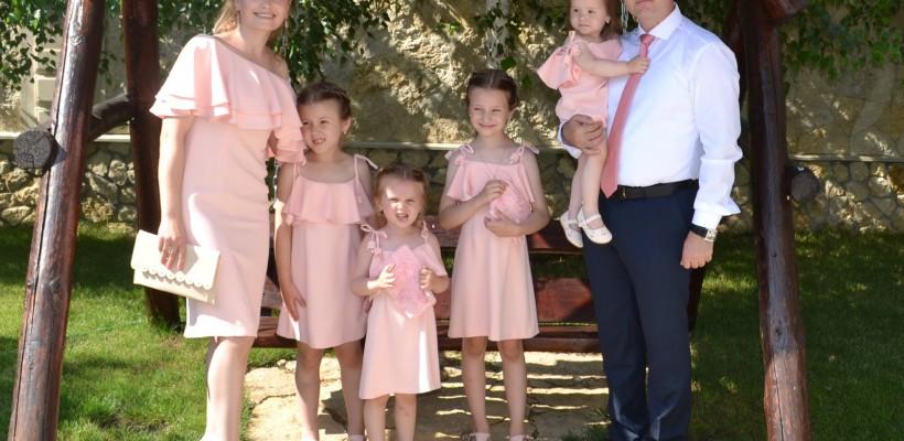 Valeriu Munteanu, mândru de cât de mari i s-au făcut fiicele! Mezina a împlinit 2 ani (FOTO)