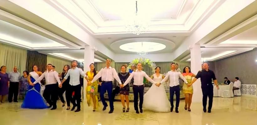 O mireasă te învață să chefuiești pe bune la propria nuntă. Trebuie să vezi acest video!