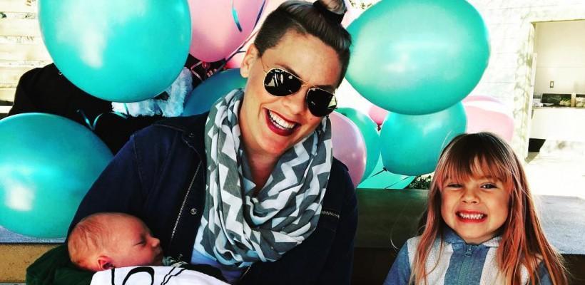 A renăscut la 37 de ani! Imagini adorabile cu Pink și nou-născutul ei (FOTO)