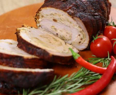 Rețeta perfectă pentru o cină cu amicii: Ruladă de porc la cuptor (Video)