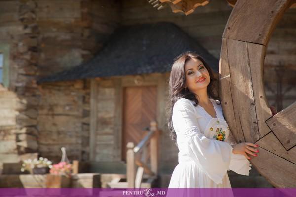 Corina Țepeș lansează primul album de muzică populară, la care a muncit mai bine de doi ani!