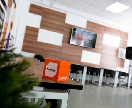Orange Digital LAB, proiect inovativ pentru educaţia digitală a tinerilor