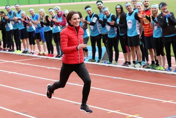 Ducesa de Cambridge a alergat la Maratonul din Londra, alături de soțul ei. Kate și William au susținut astfel oamenii bolnavi mintal