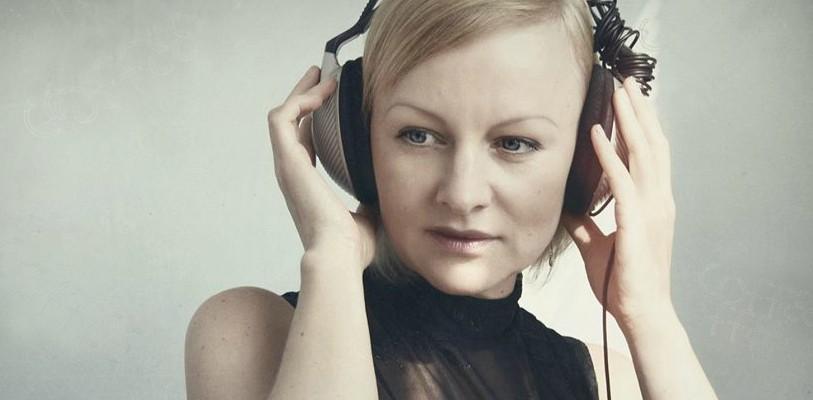 """Poeta care a pierdut numărul textelor de cântece scrise până acum. Radmila Popovici: """"Comanda de text i-o dau creierului și el își caută de treabă"""""""