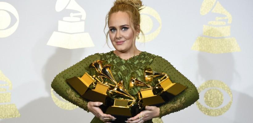Adele – artista cu cele mai multe premii la Gala Grammy 2017! Vedeta a plâns din nou pe scenă