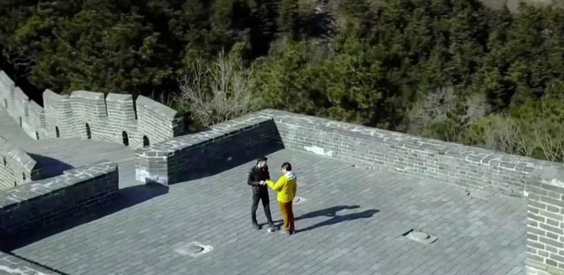 Un pilot de dronă din Franța și-a surprins iubita cu o cerere în căsătorie pe Marele Zid Chinezesc