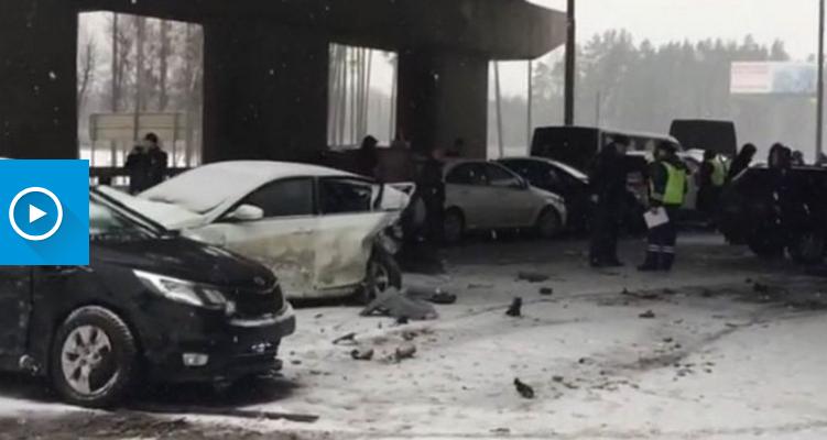 27 de mașini s-au tamponat pe o șosea din suburbia Moscovei