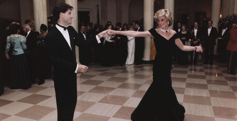 Hainele prințesei Diana vorbesc. O expoziție cu ținutele ei emblematice se lansează astăzi la Londra