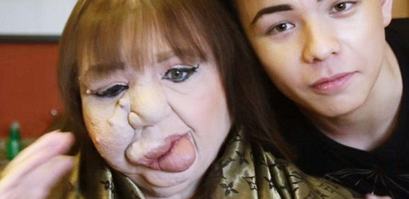 Un tânăr beauty blogger își utilizează talentul pentru a-și ajuta mama să se simtă din nou frumoasă