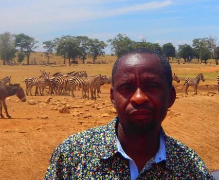 Un bărbat din Kenya conduce mașina ore în șir, în fiecare zi, ca să le dea apă animalelor sălbatice