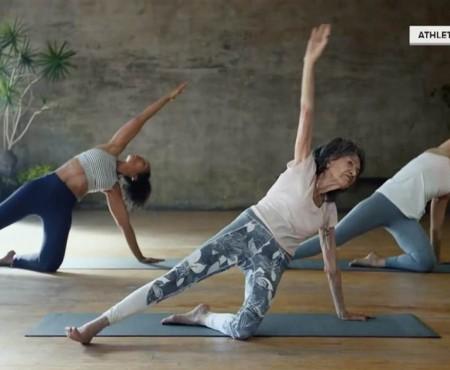 Cea mai în vârstă yoghină din lume are 98 ani